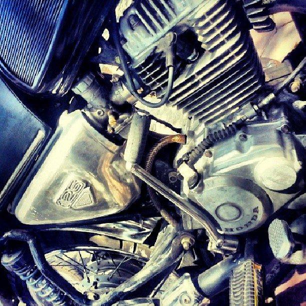the-close-up-shot-of-vintage-honda-motorbike-cb-125_t20_EpPvpX
